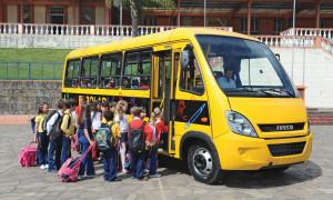 Adiadas para escolares, regras que obrigam uso de cadeirinhas, bebês-conforto e assentos de elevação seguem valendo para veículos particulares