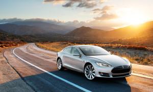 Modelo S, sedã de alto luxo da Tesla que desembarca no Brasil em três versões 100% elétricas e com até 470 cv