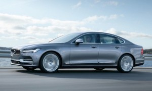 Com 4,96 metros de comprimento, Volvo S90 terá versão T8 Twin-Engine - híbrida 'plug-in', com recarga em tomada de energia - de 407 cv