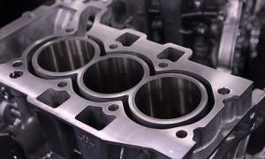 Bloco de nova motorização de três cilindros em linha da Peugeot: no Brasil, marcas só oferecem versões 'low tech' desta configuração