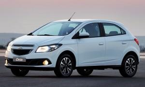 Ajudado pelo desempenho catastrófico do Fia Palio, no ano passado, o Chevrolet Onix fechou 2015 como modelo mais vendido do país, mesmo com queda de 16,5%