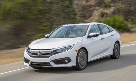 Por fora, a nova geração do Honda Civic traz luzes diodo (LEDs) funcionais em todas as versões, mas faróis totalmente em LEDs só no modelo topo de linha, Touring
