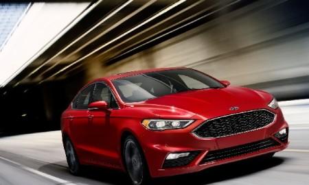 Ford Fusion surge reestilizado, no Salão do Automóvel de Detroit: motor EcoBoost de 325 cv é um dos destaques do sedã, que só chega por aqui em 2017