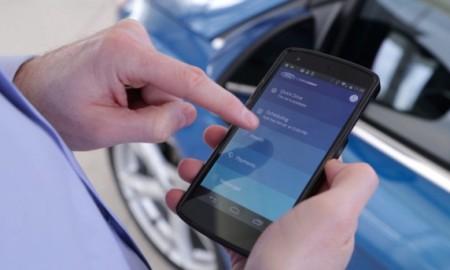 Donos podem, por um aplicativo para smartphones, reservar o modelo, comunicar-se com os outros, acompanhar os pagamentos do plano e agendar a manutenção