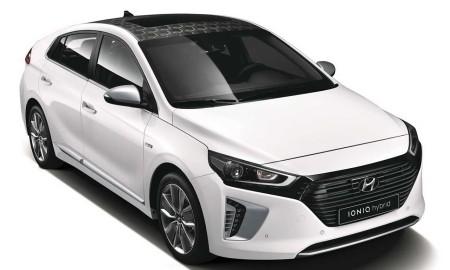 'Fastback' sul-coreano chega, primeiro, em uma versão que casa o motor GDI à uma unidade elétrica de 32 kW (43 cv), para gerar a potência combinada de 141 cv