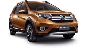 Apesar de o nome BR-V sugerir um parentesco com o HR-V e CR-V, esta é uma família com linhagens distintas. Enquanto o HR-V usa a mesma base do Fit e o CR-V usa a plataforma do Civic, o BR-V adota a base do Brio