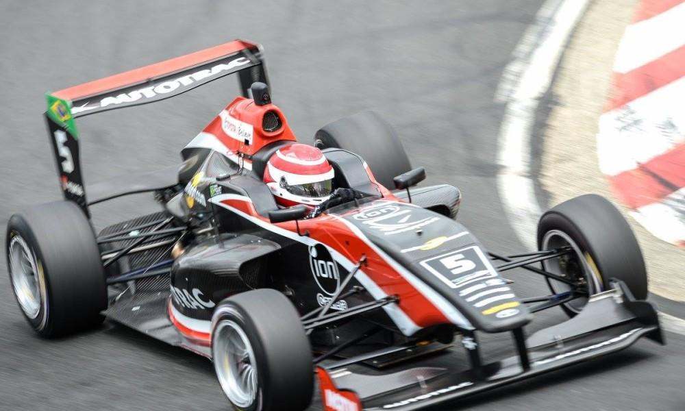 Com dois pódios, Piquet mantém chances na decisão da Toyota Racing Series