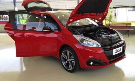 Peugeot 208 - Frente