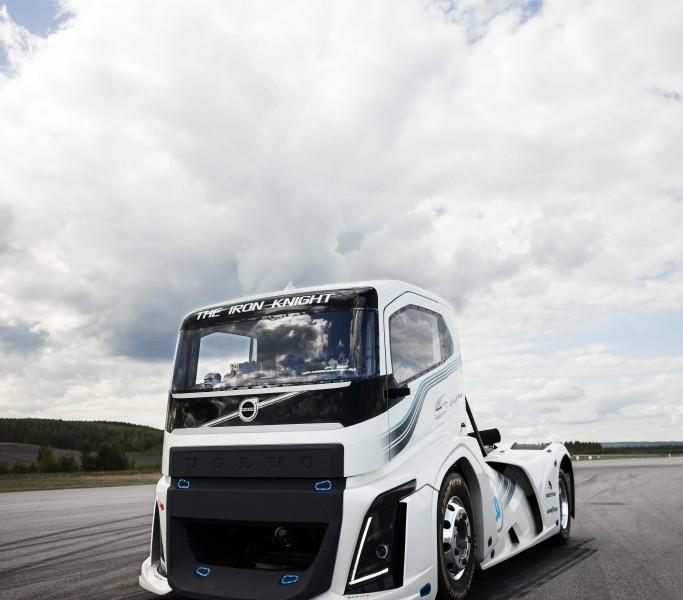 Volvo desenvolve caminhão com performance de superesportivo