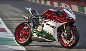 Panigale_Final-Edition_2018_Ambience_FE_15_Gallery_1920x1080.mediagallery_output_image_[1920x1080]