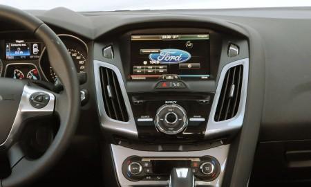 FordFocus2014-SYNC-min