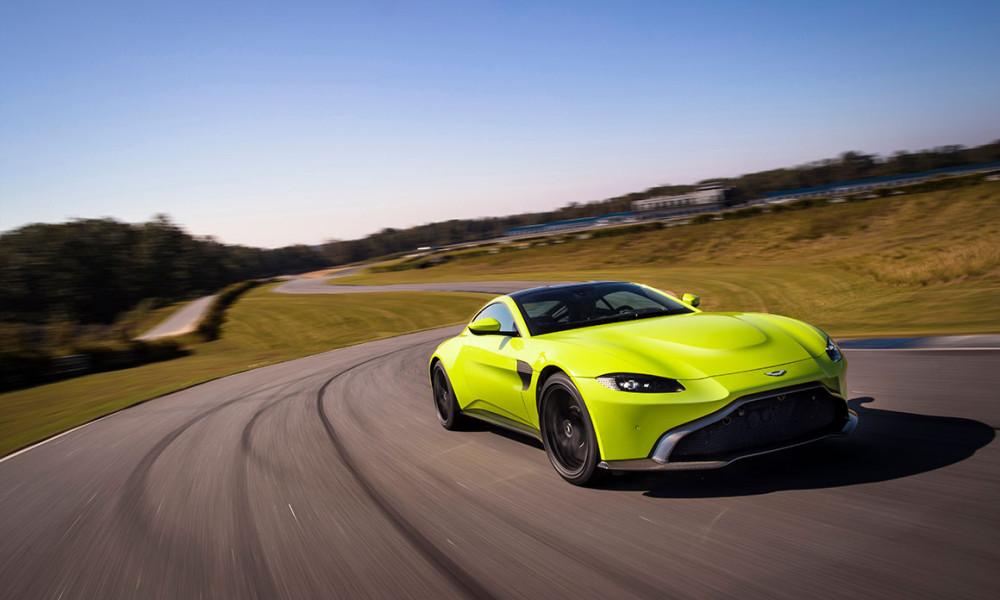 Aston lança novo Vantage e já revela versão de pista