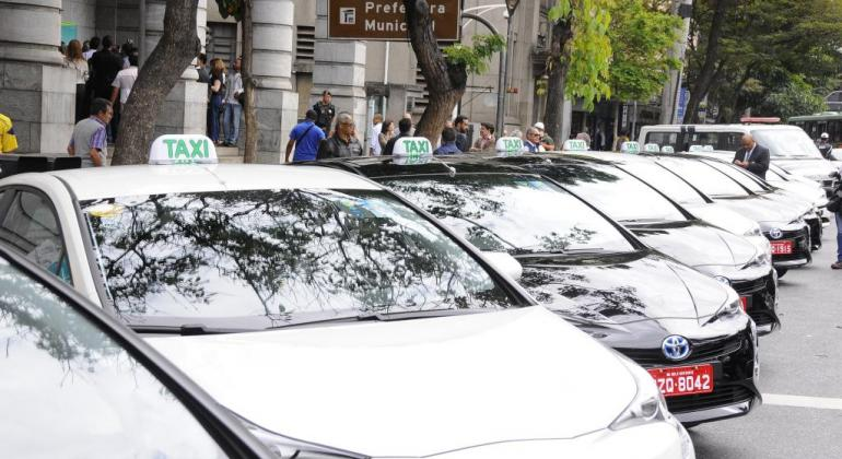 taxis_na_pista_do_move