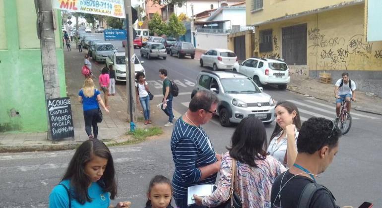 """Prefeitura estuda adoção de """"Zona 30"""" em Belo Horizonte"""