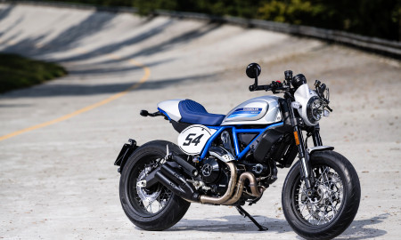 Ducati Scrambler Cafe Racer ambience_05_UC67940_High