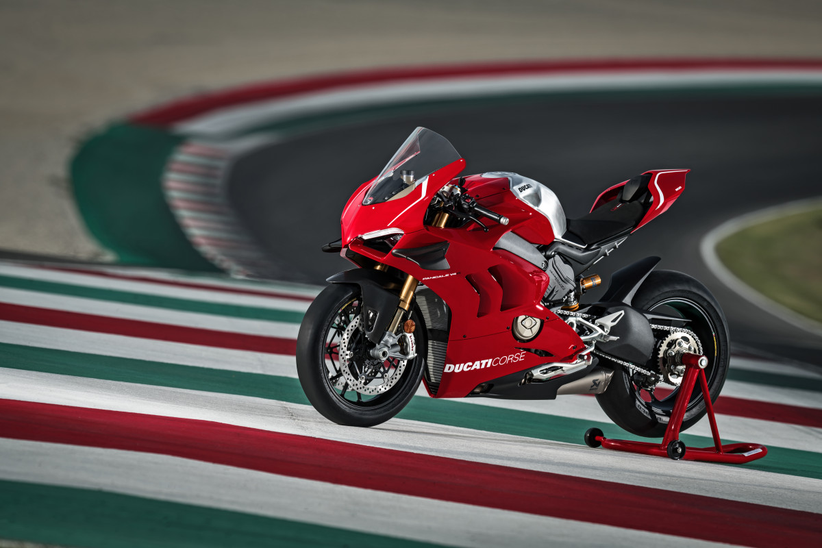 01_DUCATI PANIGALE V4 R ACTION_UC69239_High