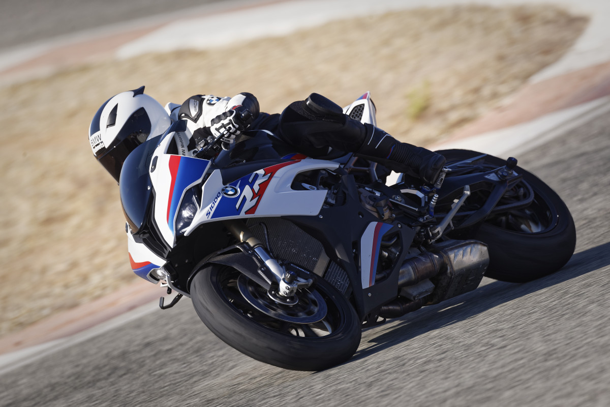 P90327349_highRes_the-new-bmw-s-1000-r